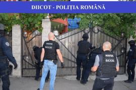 Caz şocant în Cluj: O bunică îşi bătea, ardea cu ţigara şi tăia pe faţă nepoatele minore dacă nu-i aduceau măcar 400 de lei pe zi de la cerşit