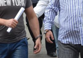 """Abia scăpaţi de arest, spărgătorii lui """"Păsulă"""" au ajuns din nou după gratii. Poliţişti i-au """"săltat"""" după ce au încercat să spargă o casă din Livada"""