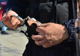 Adolescent de 15 ani din Bihor, arestat după ce a stâlcit în bătaie un pensionar care nu a vrut să-i dea bani