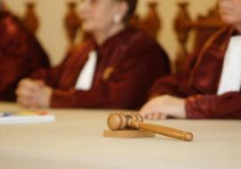 """Efectele deciziei CCR referitoare la """"completurile de 5"""" în procesele penale"""