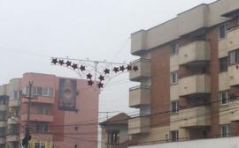 Decoraţiuni de Crăciun în formă de chiloţi, în Filiaşi (FOTO)