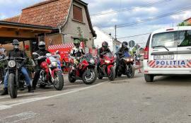 Voluntari pe motociclete: Jandarmi, poliţişti şi frontierişti din Oradea vor livra la domiciliu medicamente pentru copii, bătrâni şi urgenţe medicale