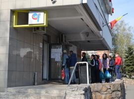 Modernizare cu cozi, la Electrica: Reamenajarea ghișeului de pe strada Transilvaniei mai mult încurcă