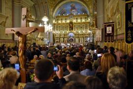 """Catedrala a fost plină: Ioan Bocșa și ansamblul """"Icoane"""" i-au colindat pe orădeni (FOTO / VIDEO)"""