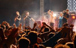 """""""Folcloru-i oxigen pentru un popor astmatic"""": Subcarpaţi i-a făcut pe orădeni să cânte, să danseze şi să sară, la finalul Festivalului Medieval (FOTO / VIDEO)"""