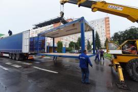 Constructorii au asamblat jumătate din construcţia modulară în care va fi mutată Unitatea de Primire Urgenţe din Oradea (FOTO / VIDEO)