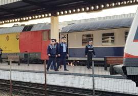 Descinderi în staţiile CFR din Bihor: poliţiştii au căutat călători fără bilete, cerşetori, hoţi, bişniţari, dar şi taximetrişti fără acte (FOTO)