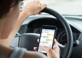 Reguli noi privind folosirea telefonului mobil la volan