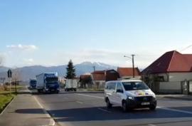 'Echipa din linia întâi': Al doilea convoi de TIR-uri cu materiale sanitare a ajuns la Oradea (VIDEO)