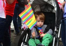 Care e treaba cu copiii crescuţi de cupluri homosexuale?