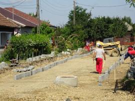 Investiţie de un milion de euro: Două străzi din cartierul Ioşia, în curs de modernizare (FOTO)