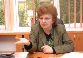 """Ioneasca nu se lasă: Plagiatoarea Universităţii din Oradea vrea neapărat să se întoarcă la """"locul faptei"""""""