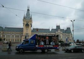 'Mi-e ruşine cu rectorul Toader': Un camion cu fotografia ministrului Justiţiei, plimbat prin Iaşi în semn de protest (VIDEO)