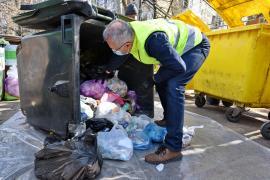 Inedit: Şeful RER Vest a demonstrat, într-un ţarc din Oradea, cum se aruncă gunoaiele corect. Un preşedinte de asociaţie: 'Ca pe vremea Gestapo-ului' (FOTO / VIDEO)