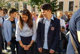 Şcoala a început cu emoţii, flori, îmbrăţişări şi cântece. Bolojan, la Gojdu: 'Dezvoltarea Oradiei va ţine de modul în care elevii sunt pregătiţi' (FOTO / VIDEO)