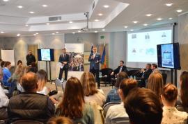Liceeni şi studenţi la o dezbatere organizată de Parlamentul European la Oradea: Europa înseamnă bunăstare, dar şi libertate (FOTO)