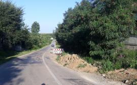 Ne enervează: Lucrări nesemnalizate pe un drum judeţean din Bihor