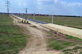 Pe repede înainte. Drumul de Sântandrei peste câmpuri a fost deja asfaltat (FOTO/VIDEO)