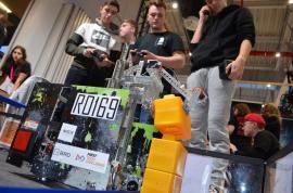 Un robot construit de liceenii din Beiuş s-a calificat la Campionatul Naţional de Robotică (VIDEO)