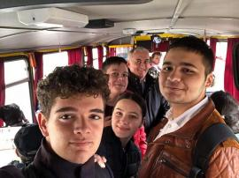 Cu 'rata': Elevii bihoreni i-au provocat pe parlamentari la o călătorie până în Gepiu, ca să vadă condițiile navetiștilor (FOTO)