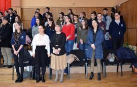 Elevii şi profesorii de la Liceul Ghibu promovează bisericile de lemn din zona Beiuşului