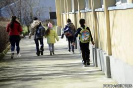 Vreme aprigă: Şcoli închise, luni şi marţi, în mai multe judeţe, inclusiv în Capitală