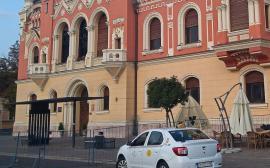 OTL: Stația de autobuz din Piața Unirii a fost aşezată pe vechiul amplasament