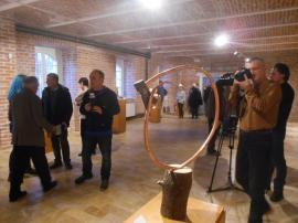 """""""Lumea contemporană. Puncte de vedere"""": La Muzeul Țării Crișurilor a fost vernisată expoziția de sculptură a artistului Ovidiu Pascu (FOTO)"""