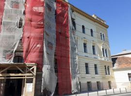 Faţada dinspre Crişul Repede a clădirii Primăriei a fost renovată