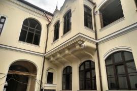 Cum arată Palatul Greco-Catolic din Oradea, la aproape doi ani de la incendiu. În august lucrările la partea exterioară vor fi finalizate(FOTO)