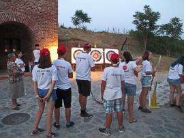 Tirul cu arcul, o atracţie importantă la Festivalul Medieval al Cetăţii (FOTO)