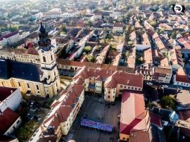 Elevii Liceului Iuliu Maniu, flashmob de susţinere pentru episcopul Virgil Bercea (VIDEO)