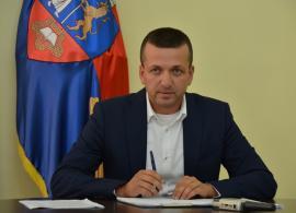 Eficiență de vice: Problema parcării ilegale din Episcopia, amânată până după campania electorală