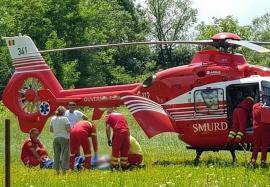 Un turist maghiar a căzut de la opt metri de pe o stâncă, lângă Remeţi. A fost adus la Oradea cu elicopterul SMURD (VIDEO)