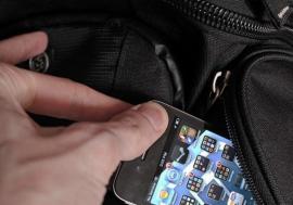 Şi furat, şi amendat: Cum a ajuns un bihorean căruia i s-a furat telefonul mobil sancționat de polițiști
