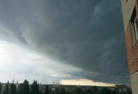 Cod galben de furtuni, duminică seara, în mai multe localităţi din Bihor, inclusiv în Oradea