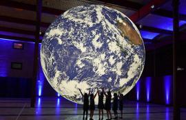 Noutăţile Oradea FestiFall: un 'Pământ' uriaş va fi suspendat în Piaţa Unirii (VIDEO)