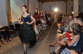 O nouă generație de designeri își prezintă creațiile la Gala Diplomelor