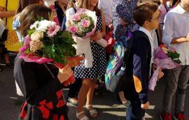 Începe şcoala! Elevii din Bihor, îndemnaţi să ţină 'doliu pentru educaţie'