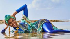 Prima femeie care apare în burkini, costum de baie care acoperă tot corpul, în revista Sports Illustrated (FOTO / VIDEO)