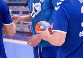 A doua partidă şi al doilea eşec pentru handbaliştii de la CSM Oradea la turneul de la Turda