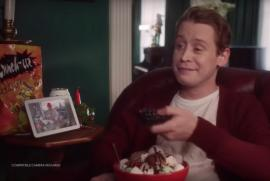 Singur acasă, după 28 ani: Macaulay Culkin a recreat scene celebre într-o reclamă (VIDEO)