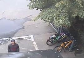 Hoţi de biciclete, prinşi în acţiune de camerele de supraveghere: Aproape 100 de biciclete, furate în acest an din Oradea! (VIDEO)
