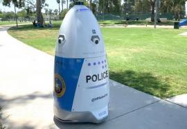 Polițist de modă nouă: RoboCop patrulează într-un parc din California (VIDEO)