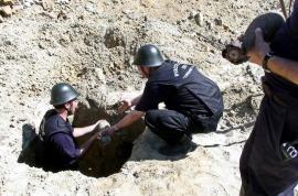 Bombă și proiectil, descoperite pe DN 76, la Hidișelu de Sus