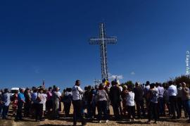 Cruce luminoasă de 14 metri, înălţată la Vintere cu ocazia Centenarului (FOTO)