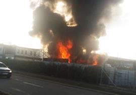 Incendiu de proporţii în Oradea, la o firmă din Parcul Industrial (FOTO / VIDEO)