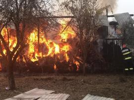 Incendiu la un hambar din comuna Răbăgani, 10 tone de fân s-au făcut scrum (FOTO / VIDEO)