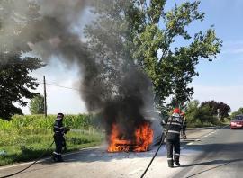 O maşină a luat foc în mers, în Nojorid (FOTO)