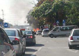 O maşină a luat foc pe Calea Aradului din Oradea (FOTO)